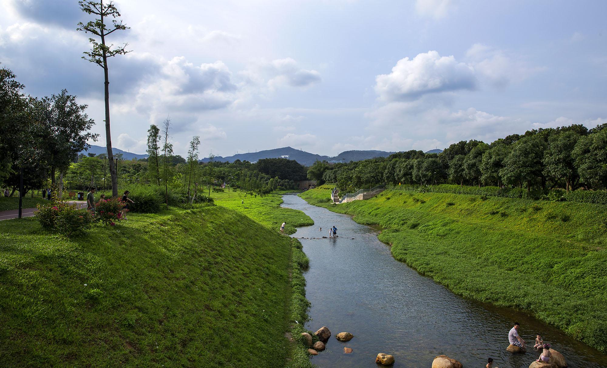深圳中心公园位于深圳市福田区的中心区[1]